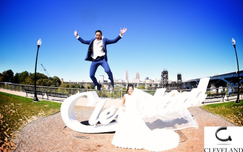 Cleveland public auditorium wedding for Thuy and Duy